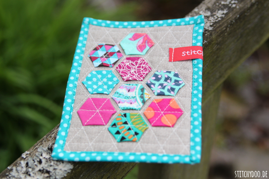 stitchydoo: Stoffkartentausch | Meine Patchworkkarten im Mai - Modern Hexies