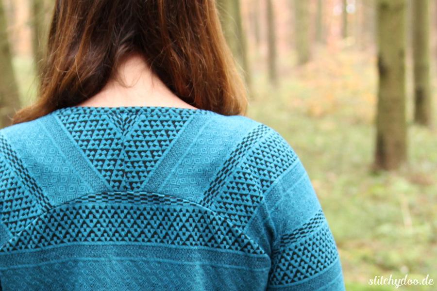 stitchydoo: Bethioua Raglanshirt aus gestreiftem Jacquard Jersey | Ein schöner Rücken kann (auch) entzücken