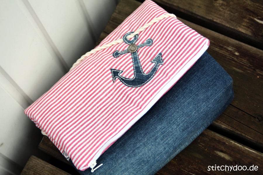 stitchydoo: Taschenspieler 3 Kosmetiktasche - Jeansrecycling - maritim mit Ankerapplikation
