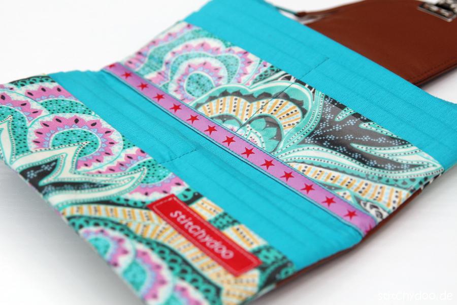 stitchydoo: bunter Geldbeutel aus Stoff mit Lederecken