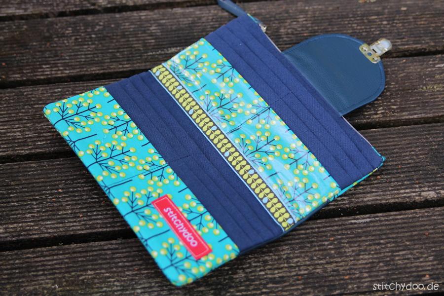 stitchydoo: Geldbörse aus Stoff und Kunstleder in der Kombi smaragd/blau
