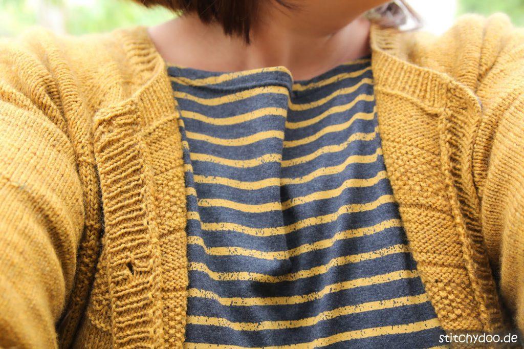 stitchydoo: RVO-Cardigan aus Krönchenwolle in Senfgelb stricken