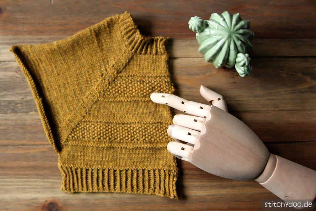 stitchydoo: RVO-Cardigan aus Krönchenwolle in Senfgelb stricken - Maschenprobe