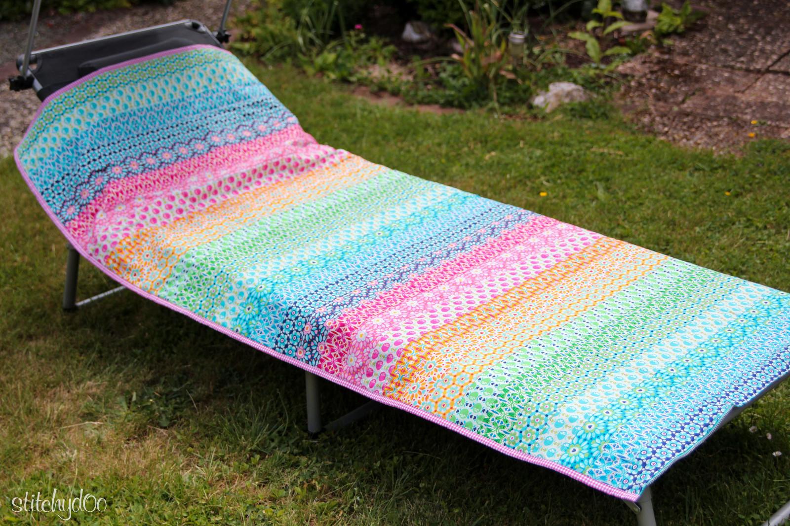 stitchydoo: Liegewiese - Regenbogen Auflage für Sonnenliege
